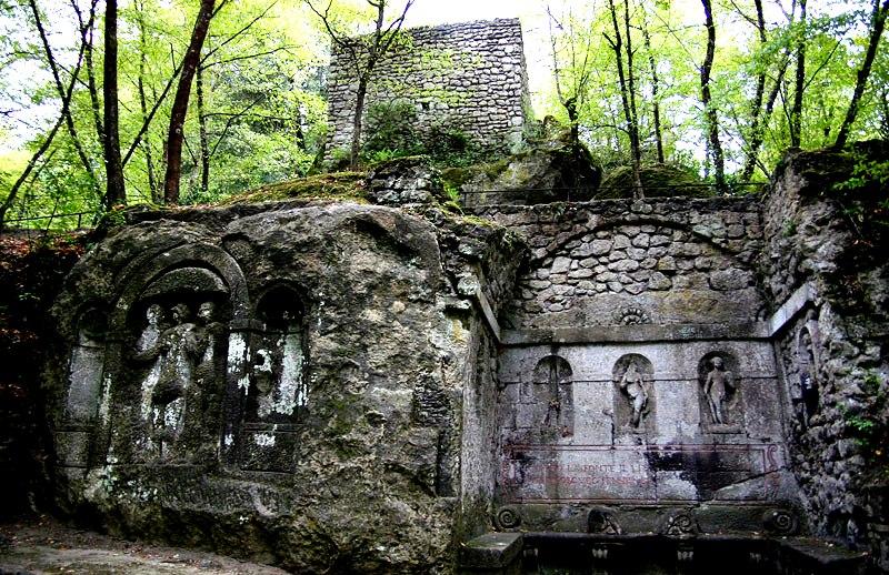 строения священного леса