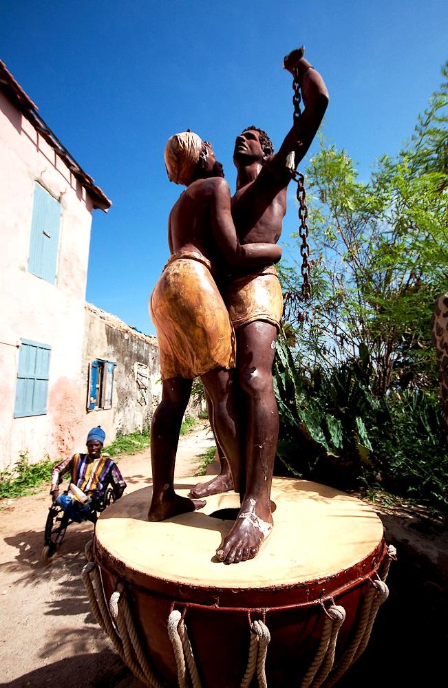 статуи рабов