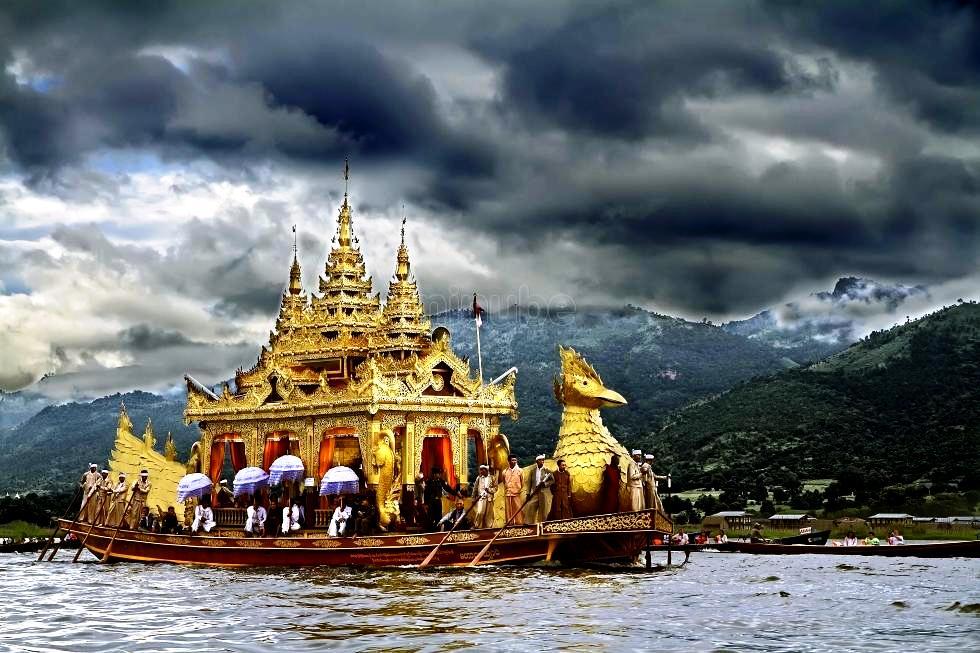 плавучий храм инле
