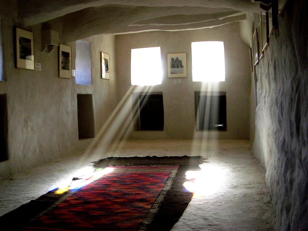 лучи солнца в комнате