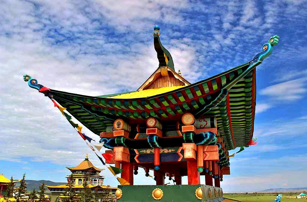 здания буддийского монастыря
