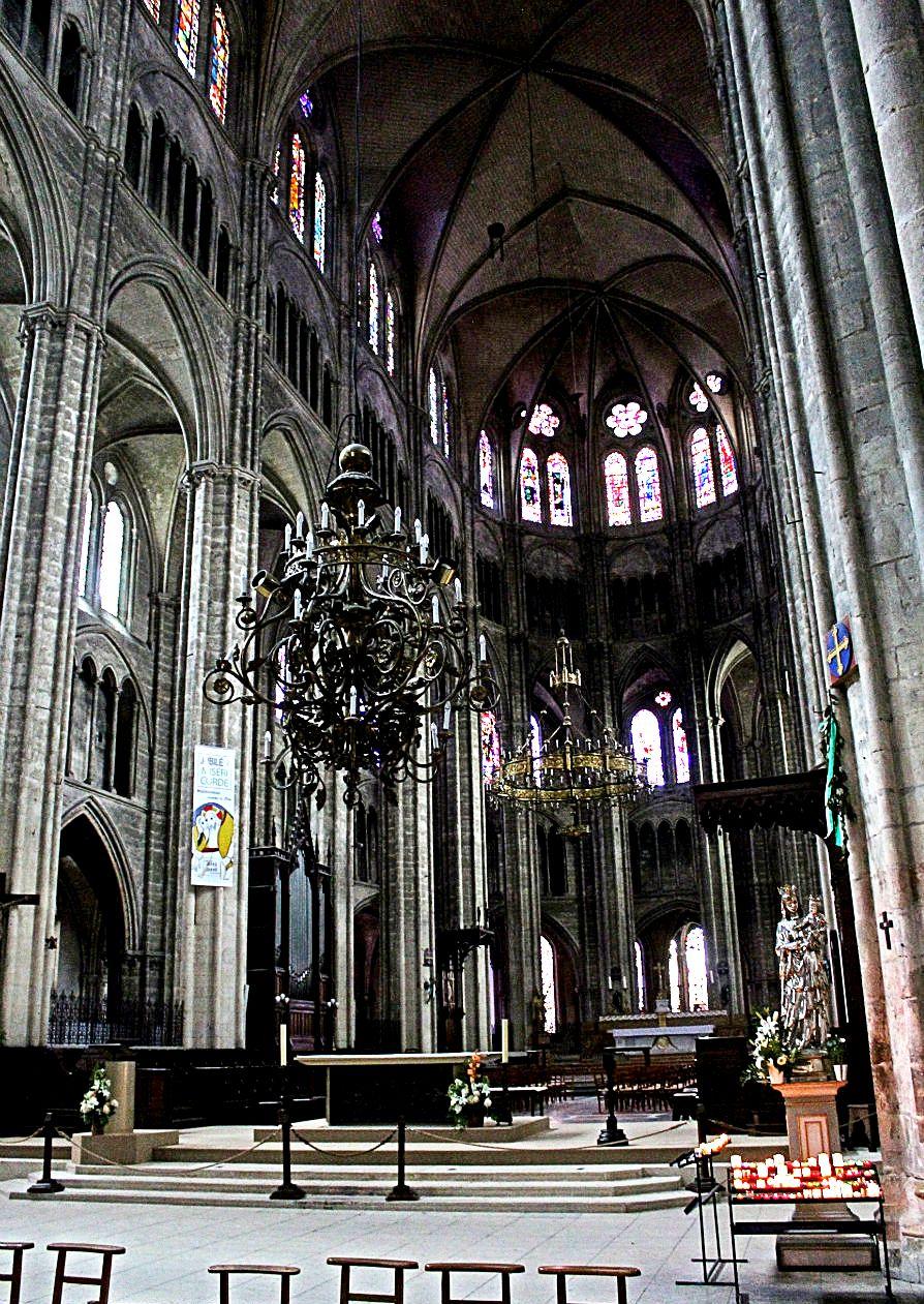 интерьер буржского собора