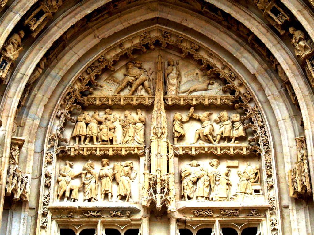 скульптуры буржского собора
