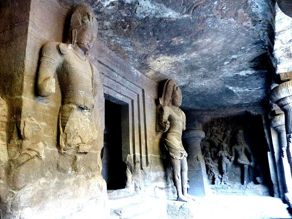статуи богов