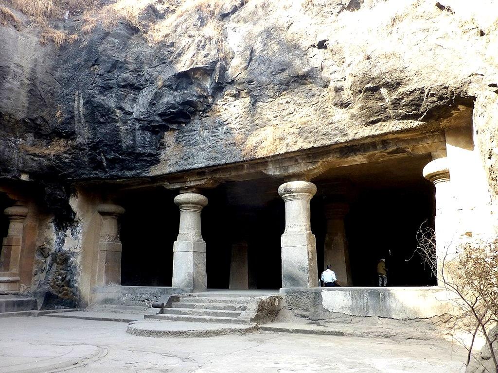 колонны храма элефанты