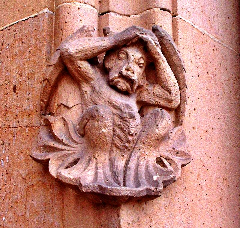 статуя гаргульи