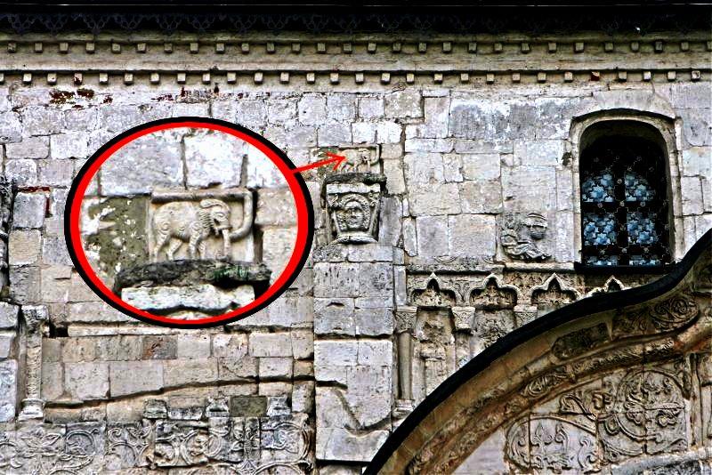 слон на соборе