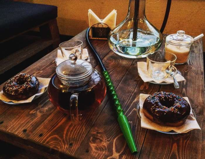 Some hookah cafés offer a food and drinks too