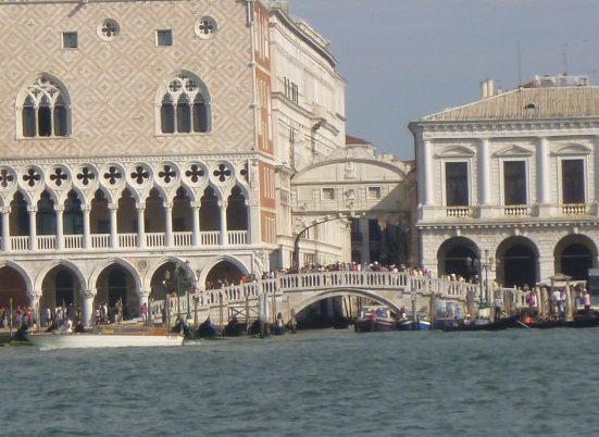 Que voir et visiter à Venise pont des soupirs gondole