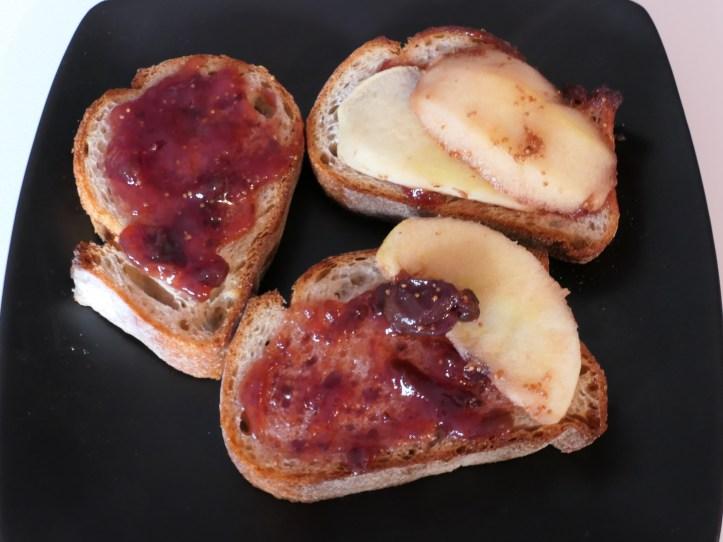 Tartine au Saint-Nectaire pommes figues