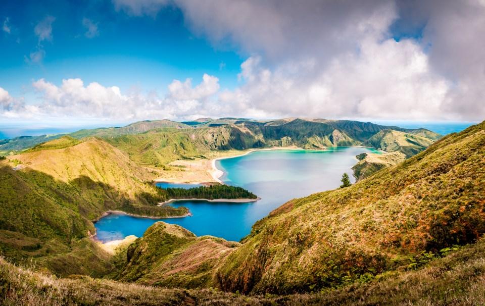lagoa do fogo lake and hiking trail sao miguel island azores