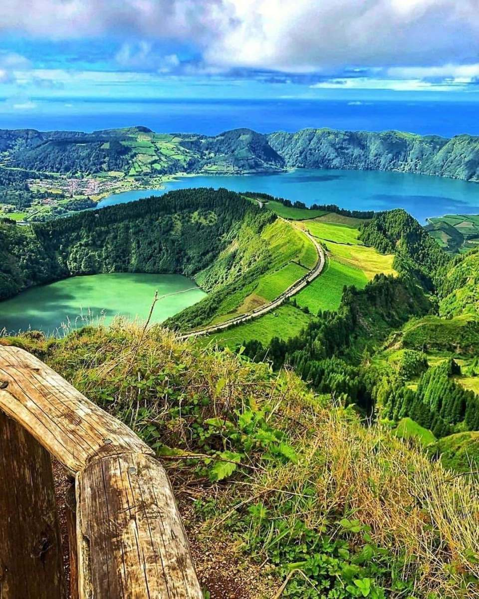 azores hike blue and green lake sete cidades