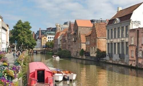 Our running tour passes by picturesque streets - Kraanlei Ghent