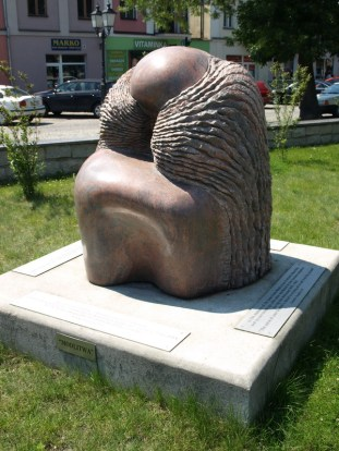 "Monument ""Prayer"" by Israeli artist Yael Artsi"