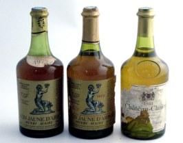 Trois bouteilles de vin jaune