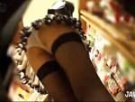 【パンチラ盗撮動画】ガーターストッキングにミニスカTバックの素人ギャルを逆さ撮りww