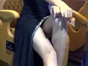 【キャンギャル盗撮動画】中国広州で開催されたモーターショーでカスタム車より目立つ美脚コンパニオンww