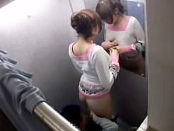 【SEX盗撮動画】ノーパン試着するギャル大生が好みのイケメン店員落とすため試着室で陰部丸出しww