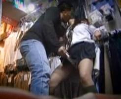 【ブルセラ盗撮動画】店長とセックスすれば買取価格が大幅にアップする危ないブルセラ店の隠しカメラ映像…
