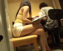 【家庭内盗撮動画】マイクロミニスカートで美脚が気になる童貞生徒を誘惑する家庭教師がフェラ抜きww