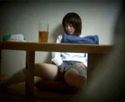 【オナニー隠撮動画】黒髪ショートの可愛い妹が自室で勉強中にパンツの上から指で自慰行為を開始ww
