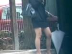 【スカート捲り隠撮動画】美脚にミニスカートを履いた素人ギャルを狙ってスカート剥ぎ取りを隠し撮りww