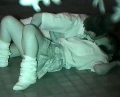【無修正隠撮動画】赤外線カメラで高画質撮り…夜間の公園で青姦する女子校生を個人撮影したものが流出ww