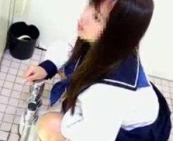 【おしっこ隠撮動画】和式トイレでマンコ接写ww乃木坂に居そうなアイドル級の女子校生を隠しカメラ撮りww