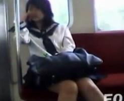 【逆さ撮り隠撮動画】駅構内や電車内の女子校生を狙い手持ちの携帯カメラを使って隠し撮りww