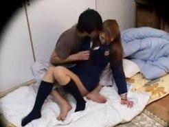 【JKセックス盗撮動画】見た目は派手でもセックス経験はない処女ギャルが押しに負けて教師とセックスする一部始終…