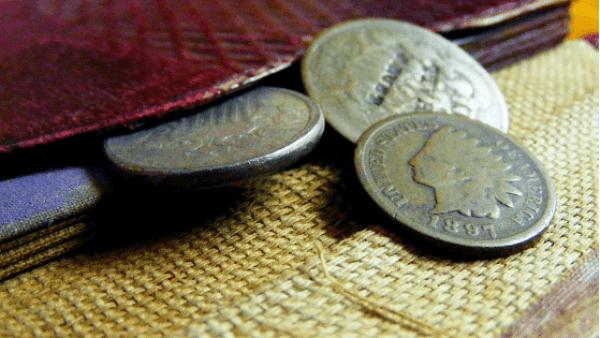 少しのコインと財布