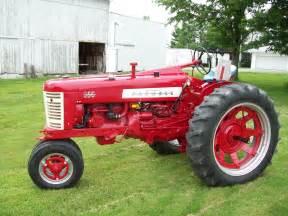 tracteur Farmall 350