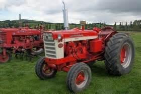 tracteur Farmall A-554