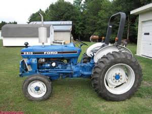 tracteur Ford 2810