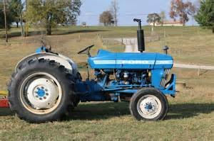 tracteur Ford 2910