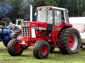 tracteur IH 1086