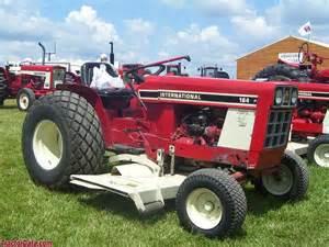 tracteur IH 185 LO-BOY