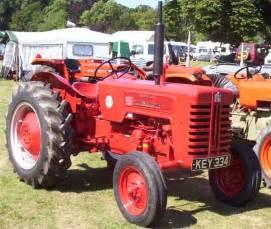 tracteur IH B-275