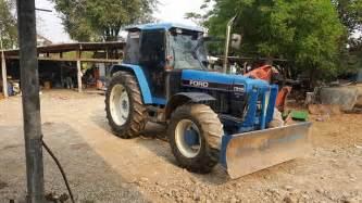 tracteur New Holland 7840