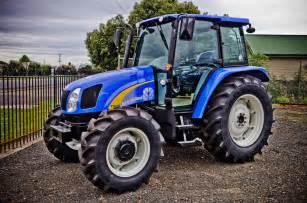 tracteur New Holland BOOMER 1020