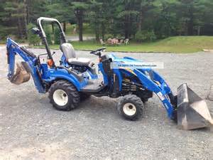 tracteur New Holland BOOMER 1025