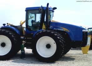 tracteur New Holland TJ330