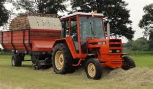 tracteur Renault 551