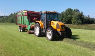 tracteur Renault ARES 556