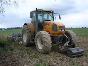 tracteur Renault ARES 735