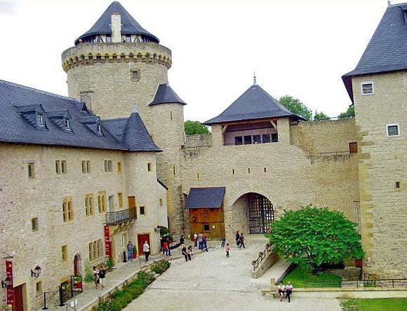 chateau_malbrouck