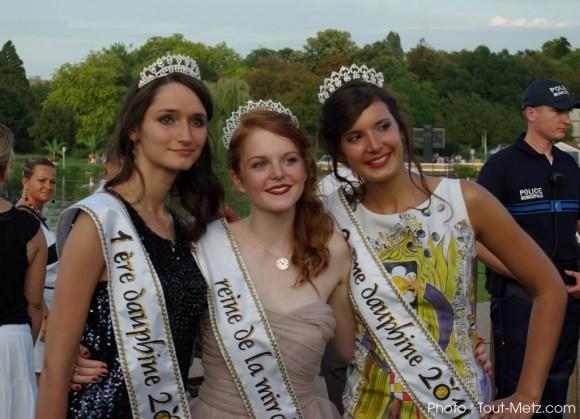 Julie, Reine de la mirabelle 2011 (au centre) et ses dauphines Caroline (à gauche) et Marion