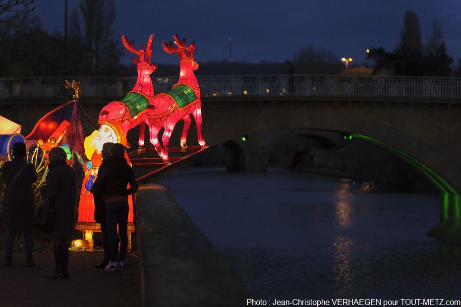 Les décors de lanternes ont été confiés à la société Fouillet-Wieber. Cette société est présente dans tous les domaines de la réalisation, du décor aux effets spéciaux, en passant par les maquettes ou les accessoires.
