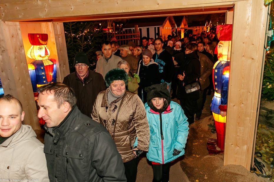 Dès l'inauguration bouclée, les visiteurs se pressent pour entrer sur le sentier et découvrir la scénographie prévue cette année par Guy Untereiner. Un succès populaire qui se confirme d'année en année.