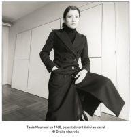 Tania Mouraud en 1968, posant devant Infini au carré // © Droits réservés